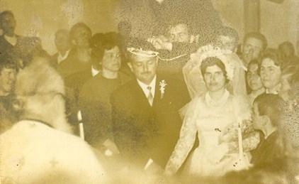 Ο αγαπητότατος, αείμνηστος Παπά-Παύλος της εποχής εκείνης, στο γάμο της Αθανασίας Μητροπούλου και του Αδάμ Αδαμόπουλου