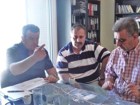 Οι κ.κ. Τσελέπης Νικόλαος και Γιώργας Αναστάσιος (Δ/νση Συγκ/κών Έργων / Δ/νση Συντήρησης Οδικών  Έργων Δ3α) και ο δήμαρχος Αετού Δημ. Δριμής