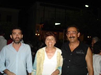 Οι δυο αντιδημάρχοί μας, Σάκης και Γιούλη και δεξιά ο Δάσκαλος χορού Γιώργος Καλαποθάκης.